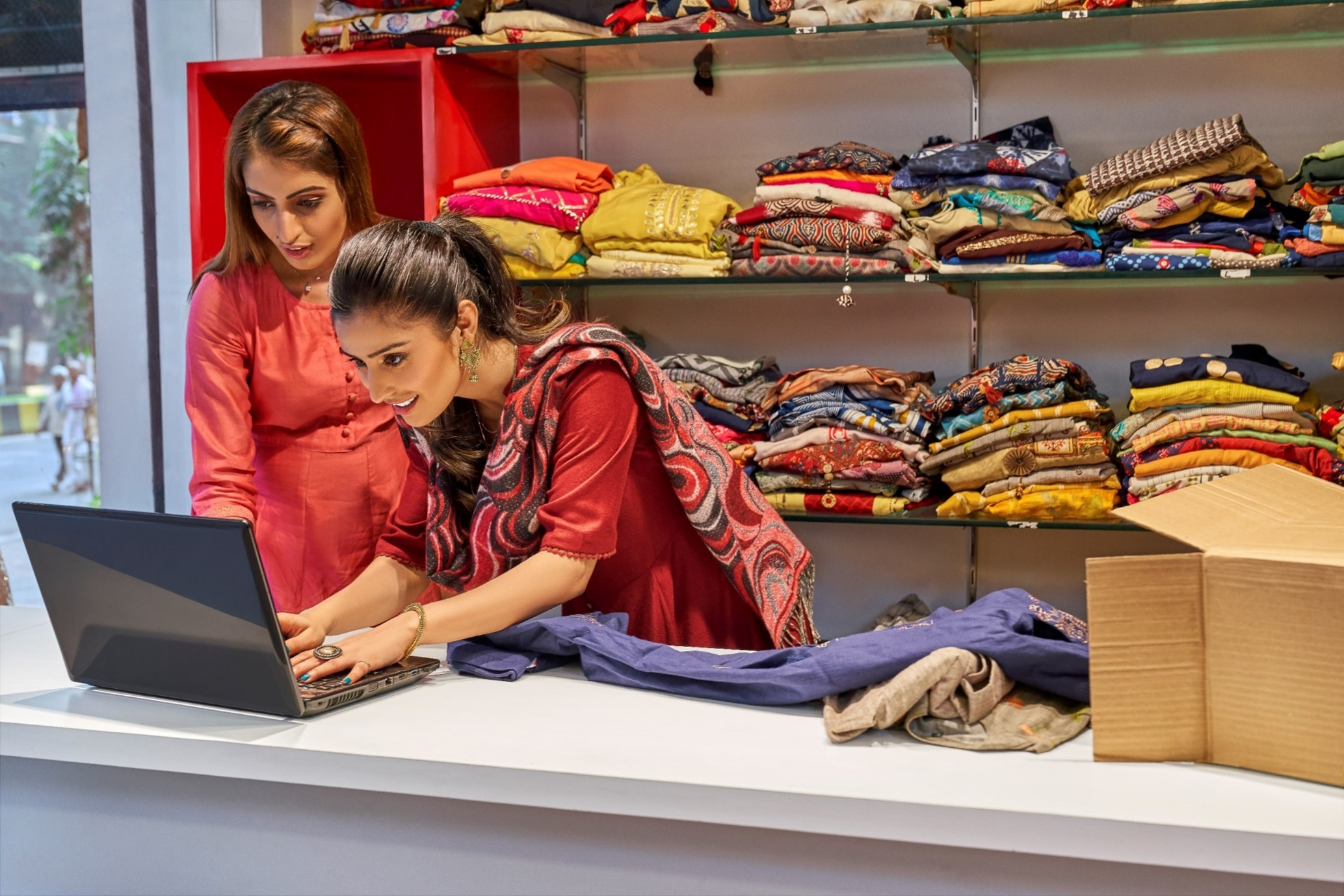 Two indian Woman on E-ecommerce-fedex
