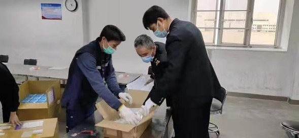 Wang Yong-Zhen working with China Customs