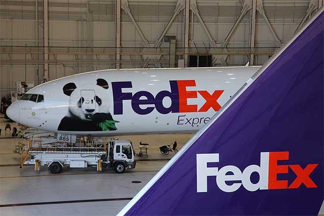 Gaint panda BeiBei transportation by Fedex